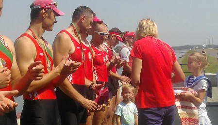 photo_2017_CHRB_M8+_medal_ceremony_3