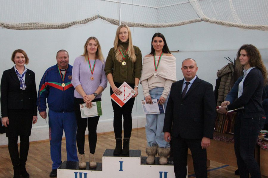 photo 2018 concept women 2000 podium small